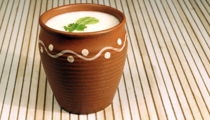 गर्मी से बचने के लिए रोज पियें लस्सी Daily Drink Buttermilk to Avoid Heat in Hindi